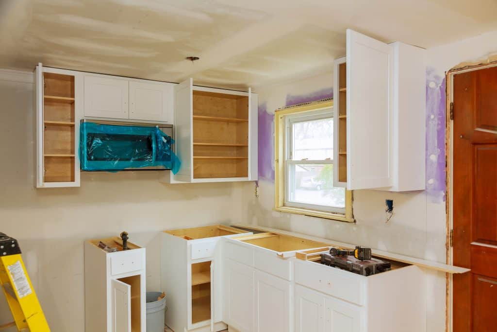 do kitchen cabinets have backs