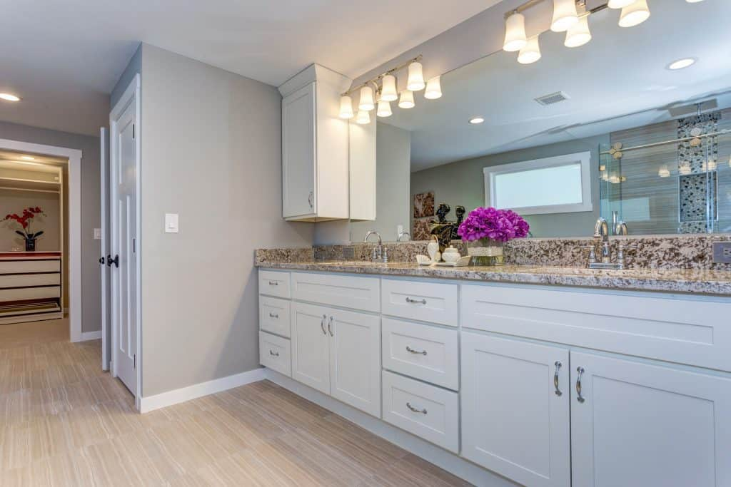 do kitchen cabinets need to match bathroom cabinets color mixing