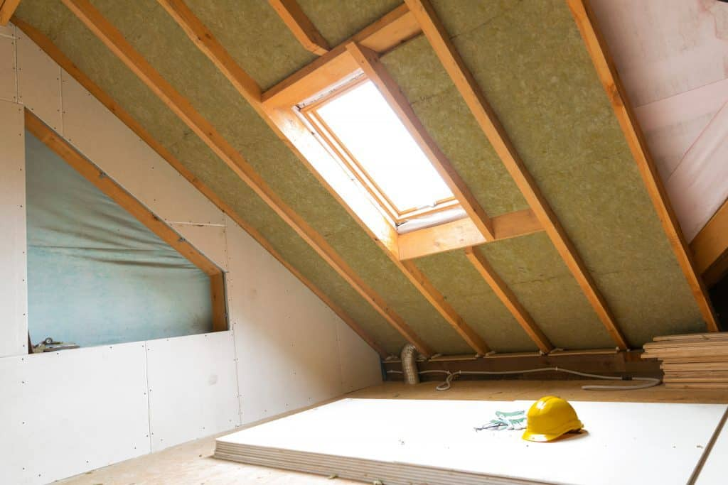 should attic walls be insulated
