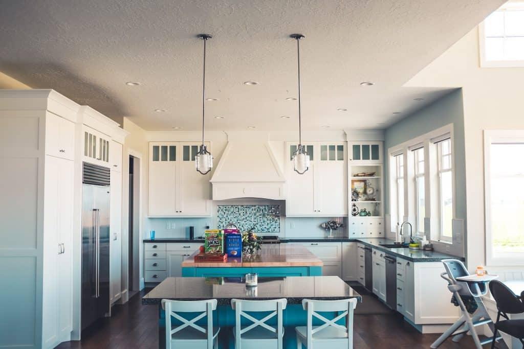 should white kitchen cabinets match trim colors