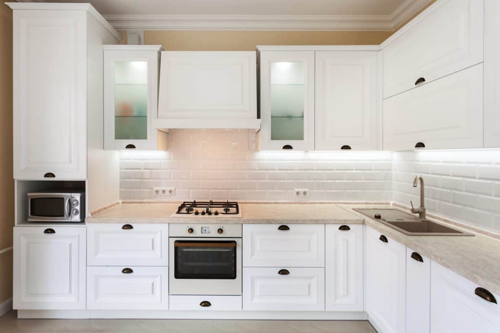 do kitchen cabinets need handles