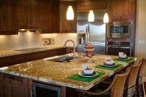 should kitchen island be centered