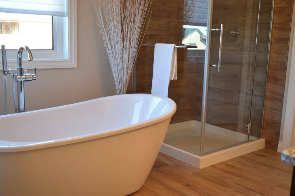 should a guest bathroom have a tub shower