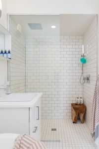 should bathroom tiles go to the ceiling
